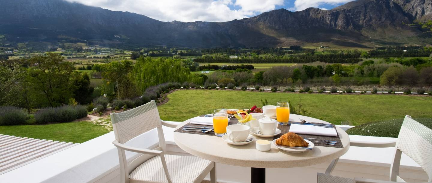 outdoor table overlooking mountains and vineyard