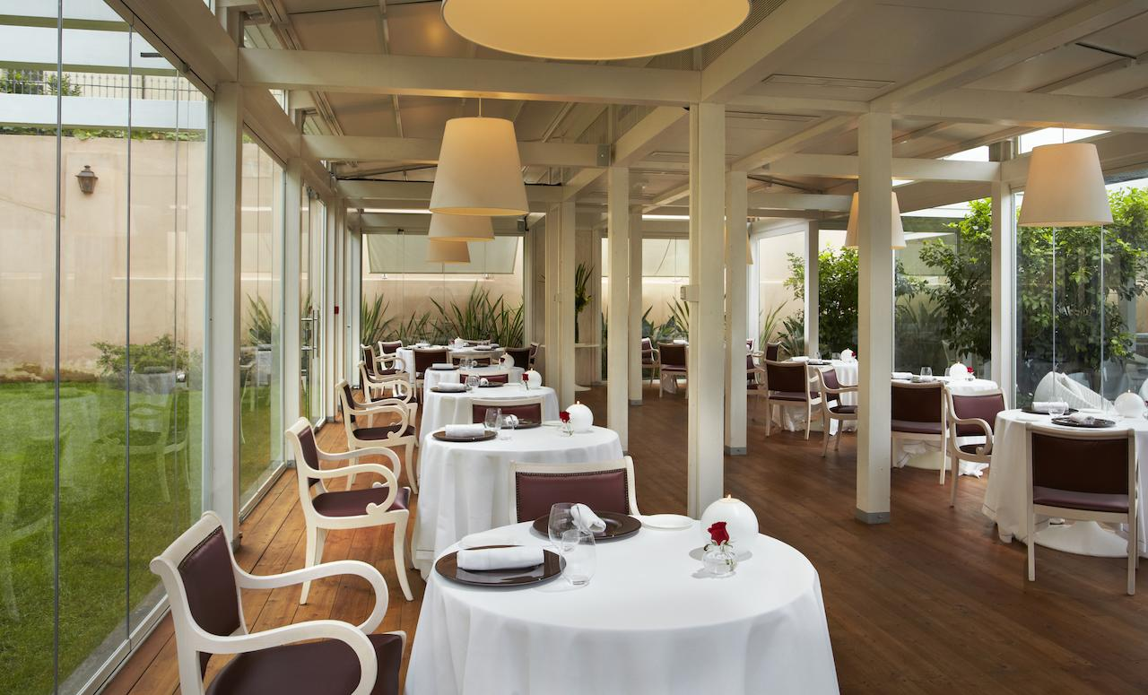 white tablecloths, chairs, restaurant
