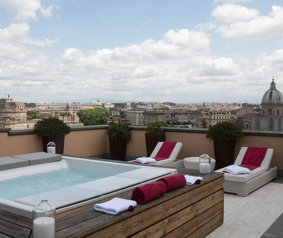 rooftop jacuzzi, views over Rome